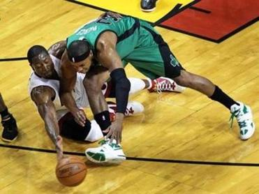 Miami's Dwyane Wade and Paul Pierce went all out for a loose ball in the first half, when the Celtics built leads as big as 15 points.
